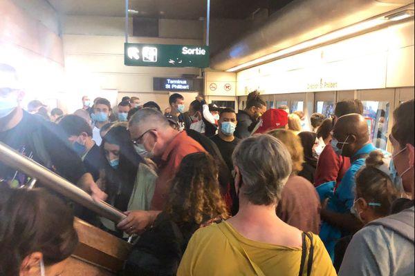 Une cinquantaine de personnes se retrouvent bloquées à la station Jean Jaurès après une panne sur la ligne 2