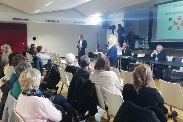 Une trentaine de personnes a fait le déplacement pour participer au débat de leur commune, à Saint-Gildas-des-Bois.