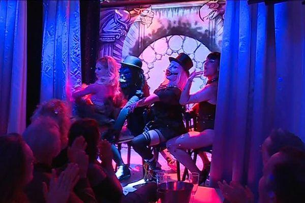 Le cabaret Futur, nouveau rendez-vous des noctambules catalans. Situé en plein coeur de Perpignan, il propose des spectacles originaux assez éloignés parfois du cabaret traditionnel.