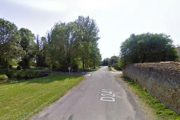 La départementale 241 à Le Gua (17)