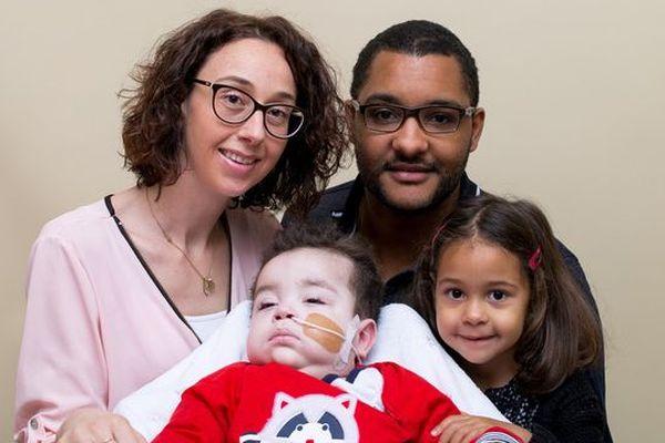 Noham, 19 mois, est atteint de la maladie de Menkés