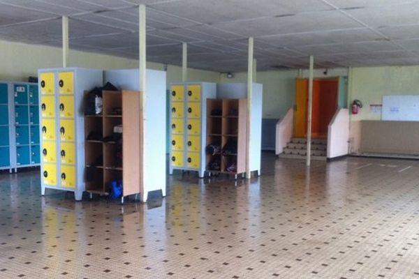 La salle des casiers du collège Saint-Joseph - Martigné-Ferchaud