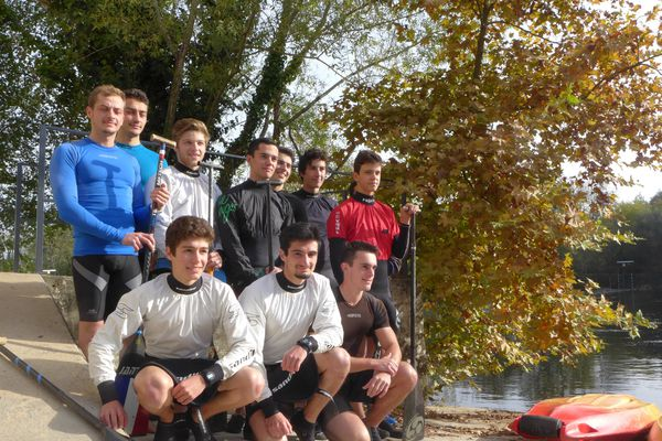 Les concurrents du Club Canoë-kayak de Périgueux prêts pour le championnat de France de descente