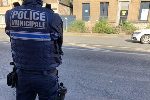 Les cambrioleurs se présentent comme des policiers municipaux.
