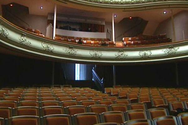 Entièrement rénové, le Théâtre de Châtel-Guyon a rouvert ses portes au public le 31 mars 2015.