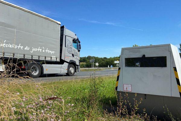Les radars vandalisés, ici à Douville (24), sur la RN 21