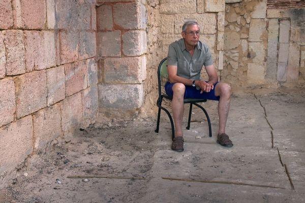 Paulo a délimité avec des baguettes les murs de son ancienne geôle