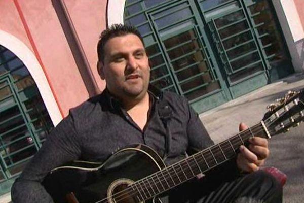 Jimmy Villa, 33 ans, chanteur qui s'inscrit dans la tradition des grands noms de la rumba catalane
