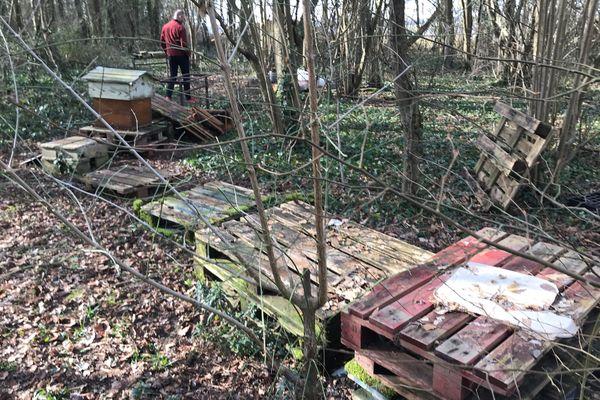 Les ruches de Stéphane Balesdent ont été démontées, il ne restait plus que les socles