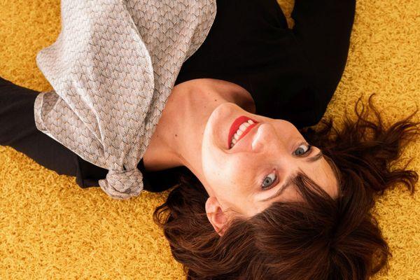 Avec sa ligne de vêtements, Angélique Lecomte aide les femmes à accepter leur corps après un cancer.