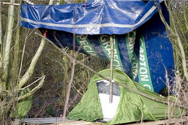 Abri sauvage de migrant à Calais