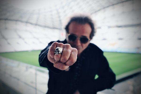 """Philippe Manoeuvre était au stade Vélodrome pour présenter l'exposition consacrée aux Rolling Stones, """"Unzipped"""", dont il est le parrain. L'occasion pour lui d'évoquer ses liens avec le groupe mythique."""