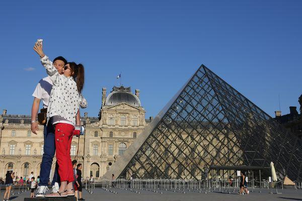 Les vols avaient lieu au musée du Louvre ou au château de Versailles.