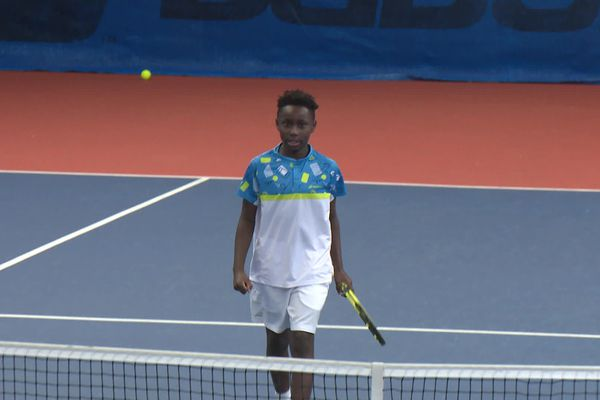 Moïse, âgé de 10 ans, pendant un match lors de L'Open Super 12 d'Auray