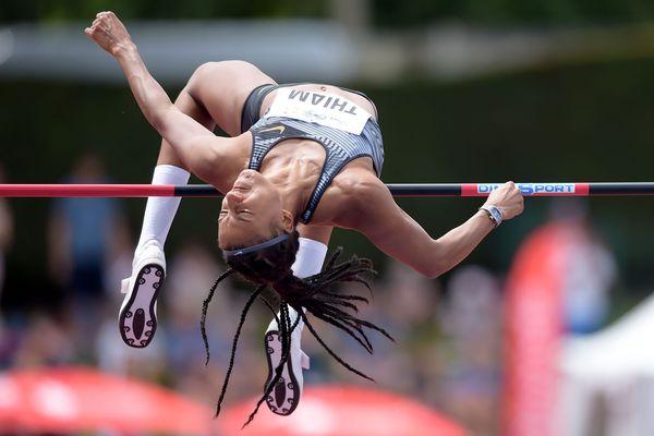 La championne du monde belge Nafissatou Thiam a battu le record du monde du saut en hauteur de l'heptathlon en franchissant 2,02 m