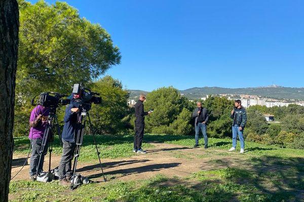 """""""Cités de la peur"""", c'est le thème de Dimanche en politique. Emission enregistrée dans le Parc fond Obscure, 14e arrondissement de Marseille."""