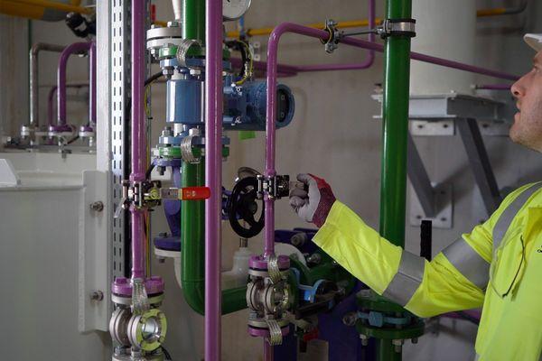 La production d'hydrogène vert dans l'usine Lhyfe de Bouin en Vendée, directement connectée au parc éolien, a commencé en septembre 2021.