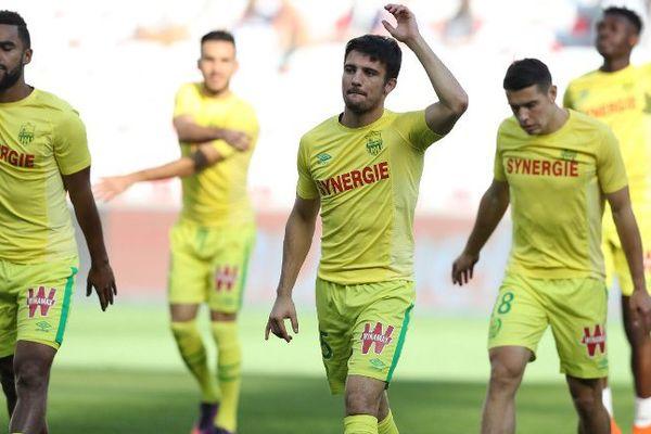 Le FC Nantes à l'échauffement avent la rencontre contre l'OGC Nice le dimanche 30 octobre 2016