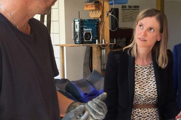 La secrétaire d'État auprès du ministre de l'Économie et des Finances Agnès Pannier-Runacher en visite à Montignac