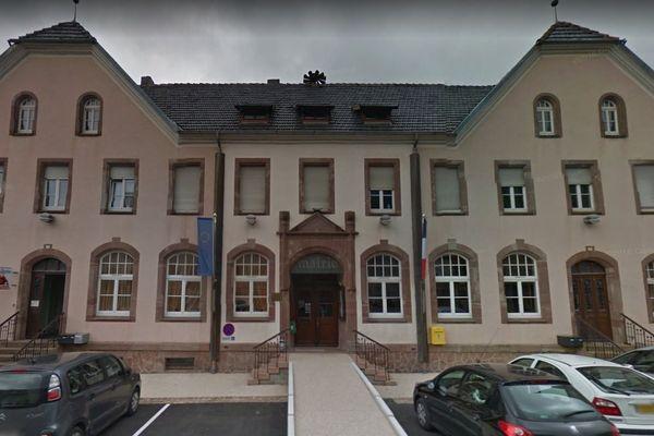 La mairie de Steige a été la cible de tags nazis, jeudi 3 octobre 2019.