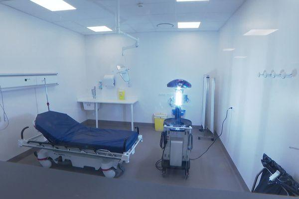 Nova, en action, pendant six semaines au Médipôle de Lyon Villeurbanne pour aider à la désinfection des espaces ayant accueillis des malades du Covid-19. Avril 2020.