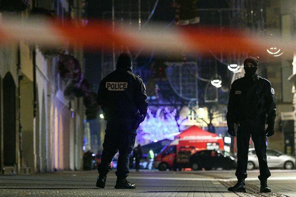 L'attaque a eu lieu dans le centre historique de Strasbourg, mardi 11 décembre. Un homme fiché S pour radicalisation islamiste a ouvert le feu peu avant 20 heures dans des rues commerçantes au milieu du célèbre marché de Noël de la ville.