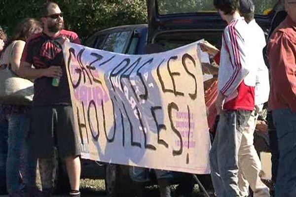 50 manifestants contre le gaz de couche et le gaz de schiste