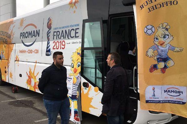 Le bus est installé toute la journée sur le parking du Centre E.Leclerc de St-Grégoire