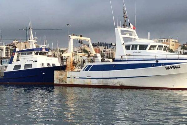 Les deux chalutiers du Grau du Roi, arraisonnés par les autorités espagnoles pour un remorquage jugé illégal, sont toujours coincés dans le port de Vilanova, entre Barcelone et Tarragone .