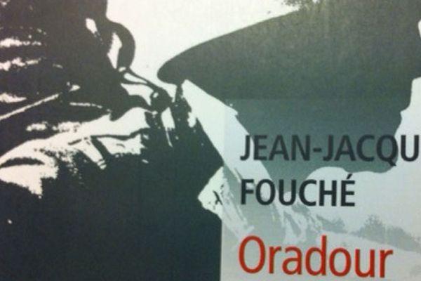 Oradour par Jean-Jacques Fouché ( réédition de l'ouvrage original publié par l'auteur en 2001 aux éditions Liana Levi)