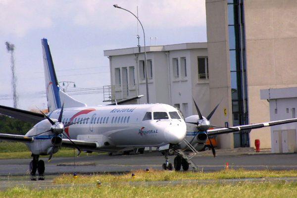 Un avion sur le tarmac de l'aéroport de La Rochelle (17).