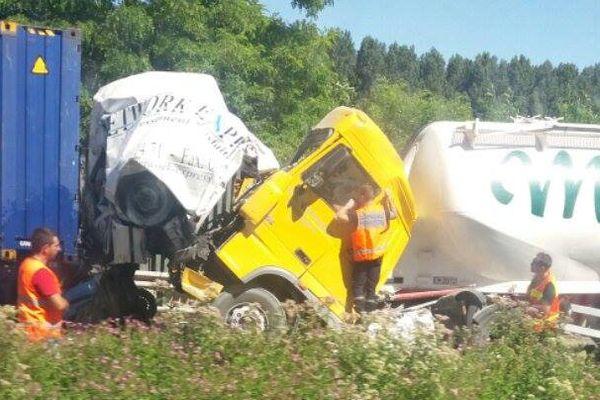 L'accident a fait au moins deux morts et un blessé.