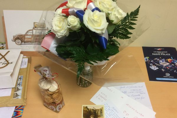 Depuis l'attentat du 11 décembre 2018, policiers de Strasbourg reçoivent de nombreux courriers et petites attentions.
