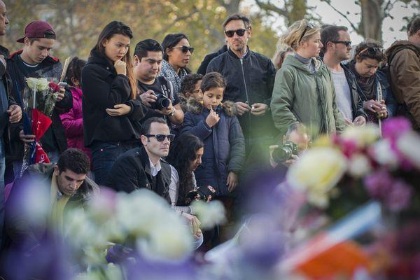 L'hommage aux victimes des attentats de Paris.