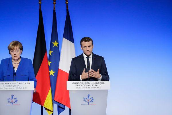Angela Merkel et Emmanuel Macron lors d'un conseil des ministres franco-allemand à Paris en 2017
