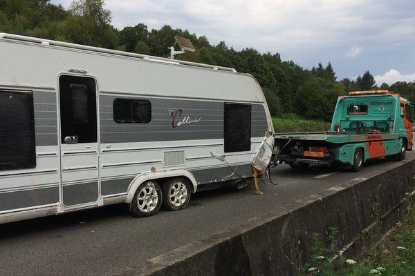 La caravane, évacuée par les secours