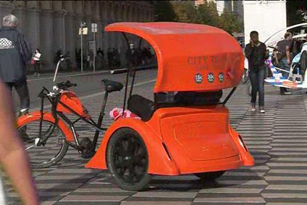 Il n'existe aucune réglementation concernant les tarifs des vélos taxi