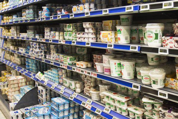 Un rayon de produits frais dans un supermarché (image d'illustration).
