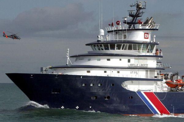 L'Abeille Liberte, le dernier ne des remorqueurs de Bourbon, vient renforcer le dispositif de securite dans la zone Manche / Mer du Nord. Arrivee au port de Cherbourg