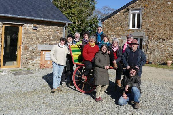 Les douze habitants de l'éco-hameau de la Bigotière, sur la commune d'Epiniac (Ille-et-Vilaine)