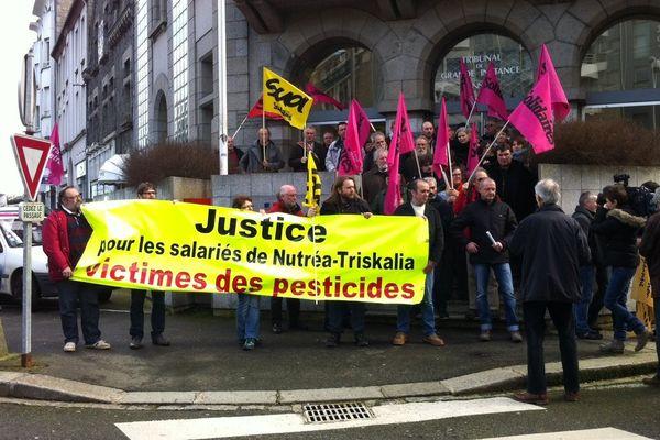 Rassemblement en soutien aux ex salariés de Nutréa Triskalia