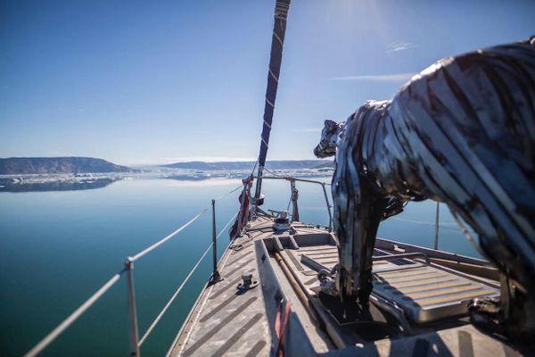L'ours en acier forgé de Pascal Bejeannin est au Groenland depuis près d'un an.