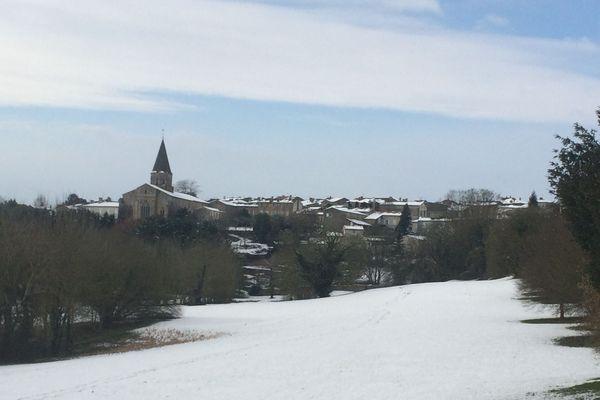 La neige a revêtu toute la commune de Champdeniers-Saint-Denis.