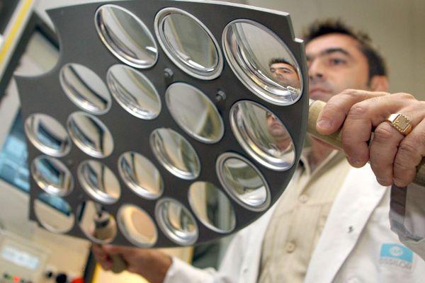 Le site Essilor de Vaulx-en-Velin est spécialisé dans les produits les plus technique.