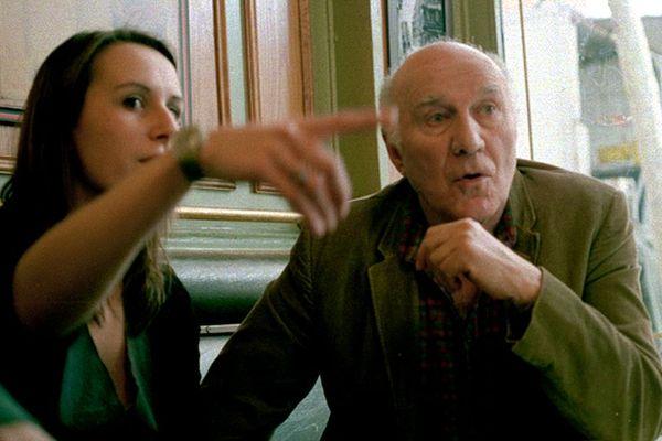 """La réalisatrice rennaise, Laure Becdelièvre, et Michel Piccoli sur le tournage de """"Mon Chien"""" en 2004"""