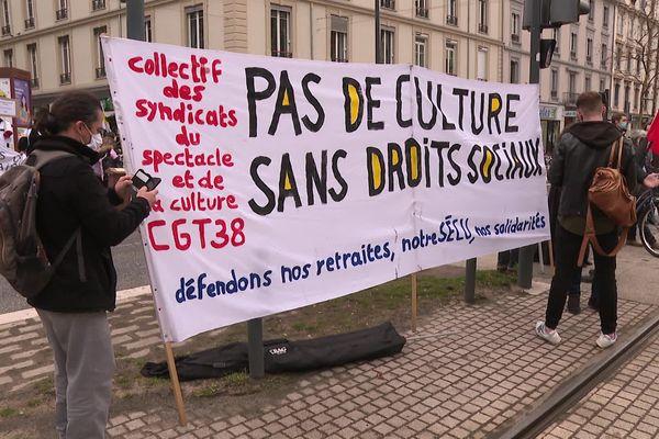L'appel à manifester a été entendu par de nombreux corps de métiers, comme le monde de la culture.
