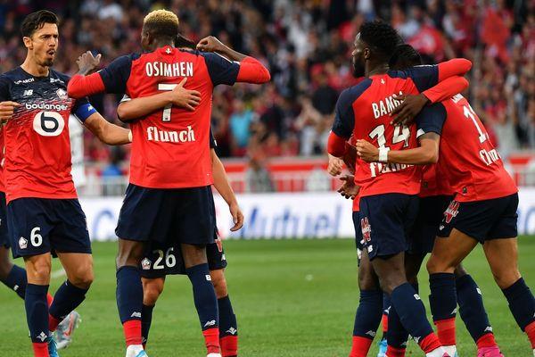 Les joueurs du LOSC célèbrent le but d'Osimhen vendredi soir face à Angers.
