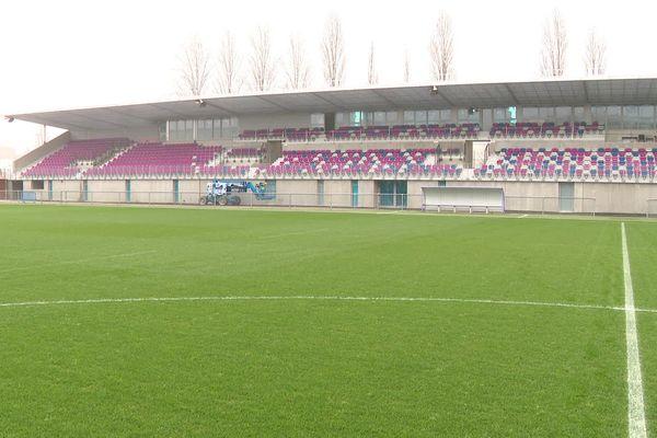 La nouvelle tribune sud du stade Verchère à Bourg-en-Bresse.