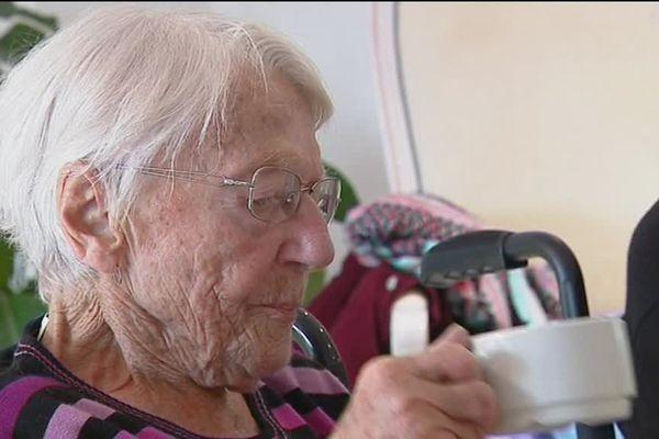 Une pensionnaire à la maison d'accueil familial de Westhalten