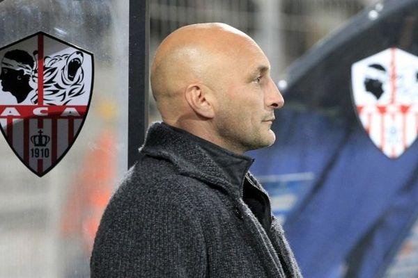 ILLUSTRATION/ Olivier Pantaloni, entraineur de l'ACA, ne veut pas s'enflammer. La saison est encore longue.